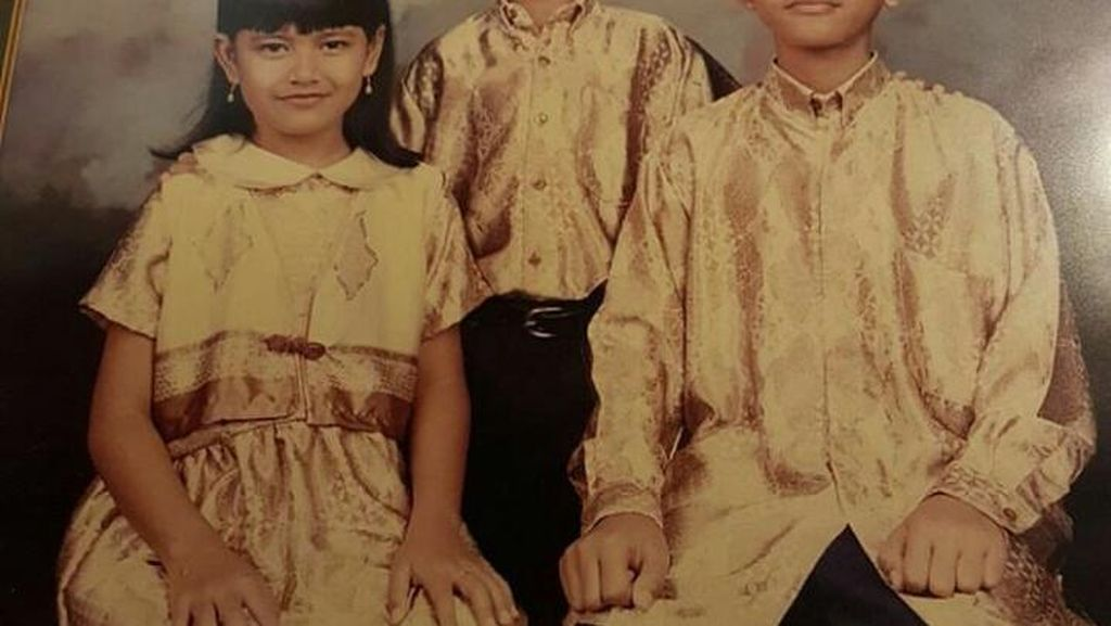 Bareng Gibran dan Kahiyang, Kaesang Pamer Foto Kecil Pakai Baju Gede