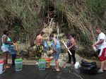 Foto : Kesulitan Warga Puerto Rico Mendapatkan Air Bersih
