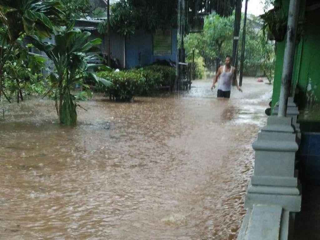 Foto: Jakarta Selatan Terkepung Banjir Usai Diguyur Hujan Deras