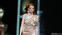 Foto: Saat Desainer Indonesia Menyuarakan Pesan Politiknya di Catwalk