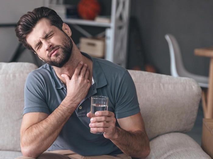 Meski sebagian besar kasus batuk dapat sembuh sendiri, jangan dianggap remeh. (Foto: thinkstock)