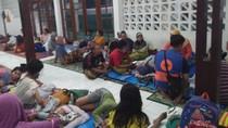Foto: Suasana Pengungsi Banjir Akibat Tanggul Karung Jebol