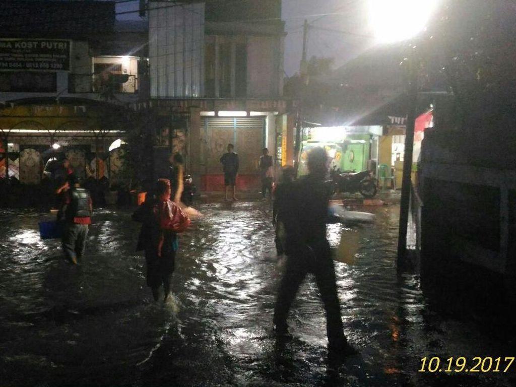 Banjir hingga 70 Cm, Jl Kemang Utara IX Tak Bisa Dilalui