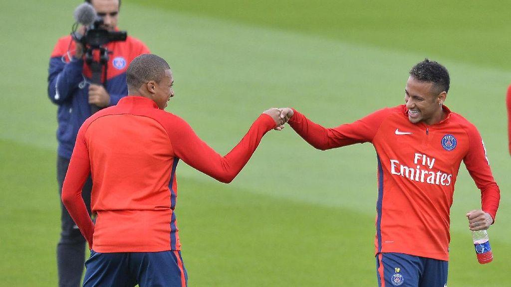 Meniru Messi, Neymar Bakal Jadi Mentor untuk Mbappe