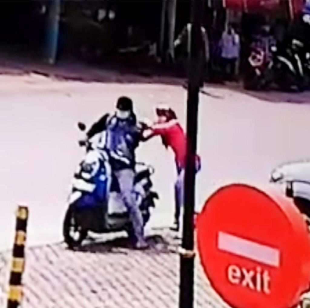 Jambret Handphone di Tangsel, Pria Ini Jadi Bulan-bulanan Massa