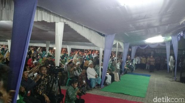 Silaturahmi bersama pimpinan pondok pesantren se-NTB ini berlangsung di Pondok Pesantren Qamarul Huda