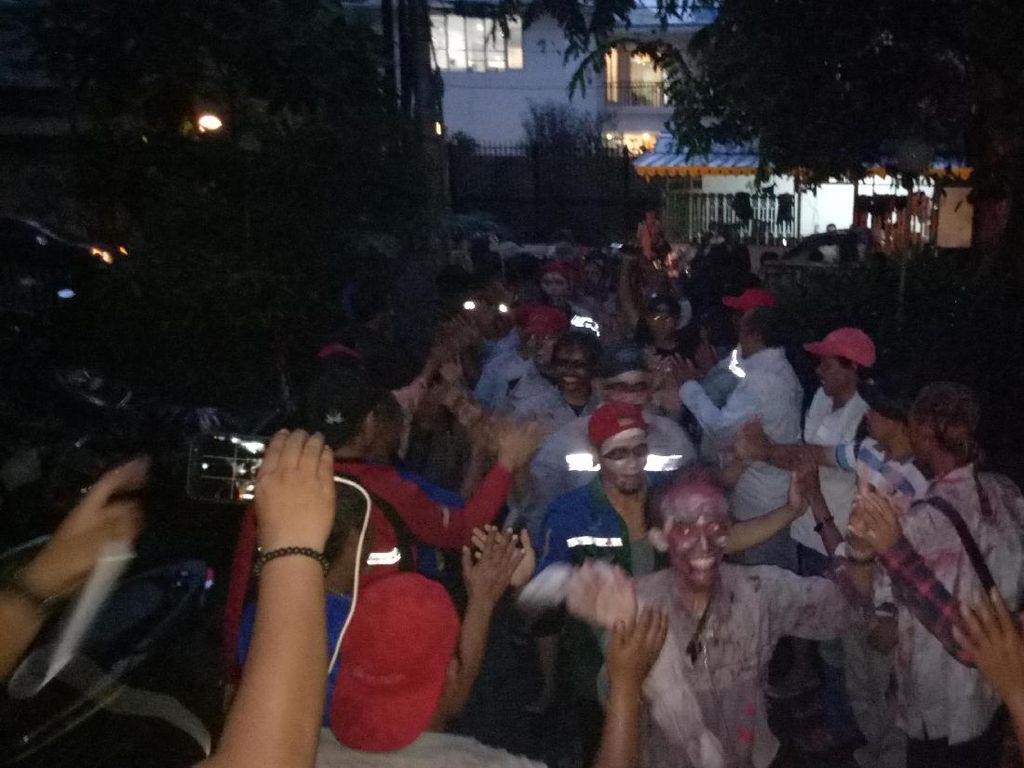 Para Zombie Bandung Tiba di Jakarta Tuntut Status Karyawan Tetap