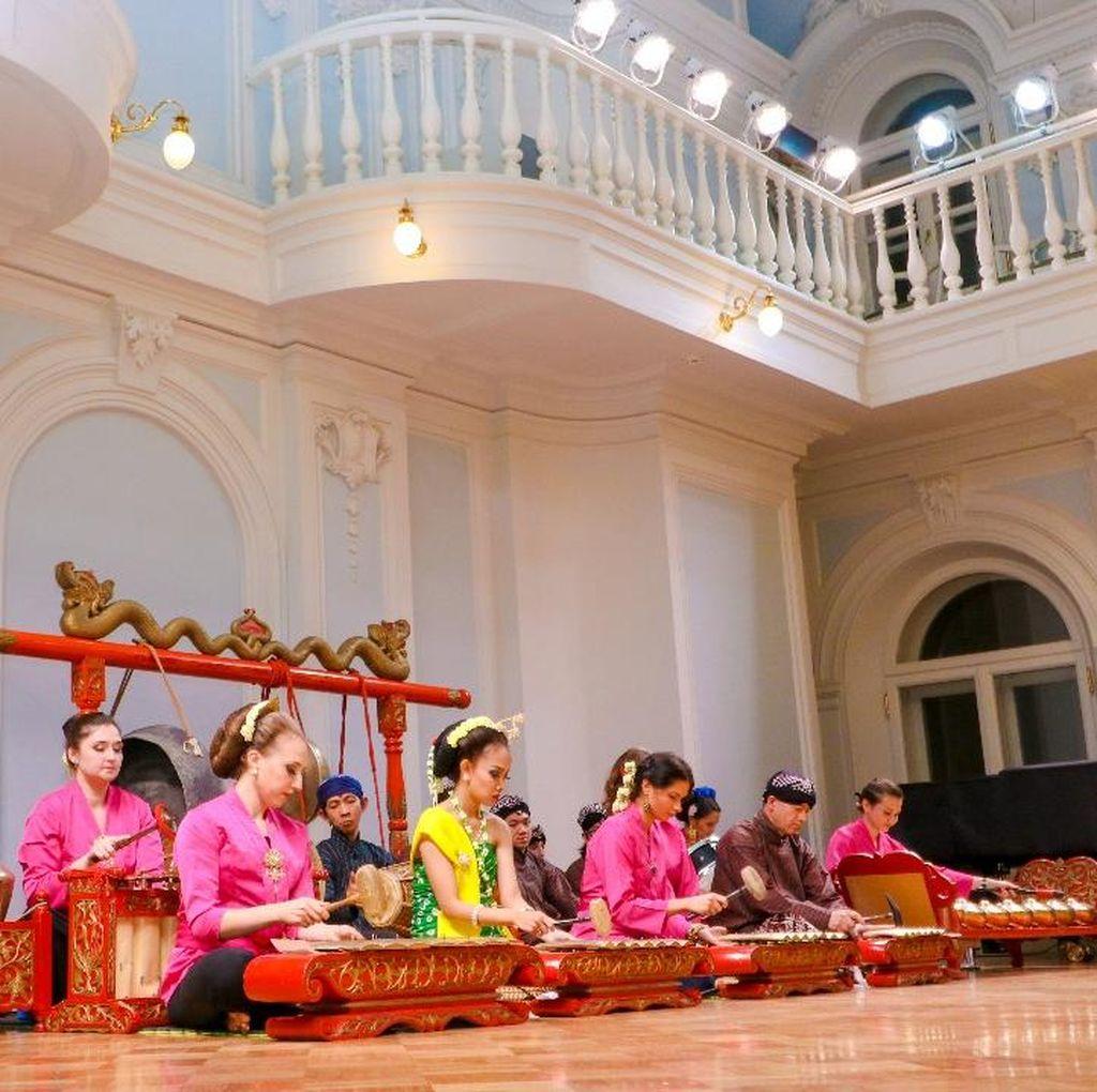 Gamelan dan Tarian Indonesia Semarakkan Tchaikovsky Conservatory