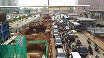 Wajah Kemacetan Akibat Proyek Flyover Pancoran yang Terancam Molor