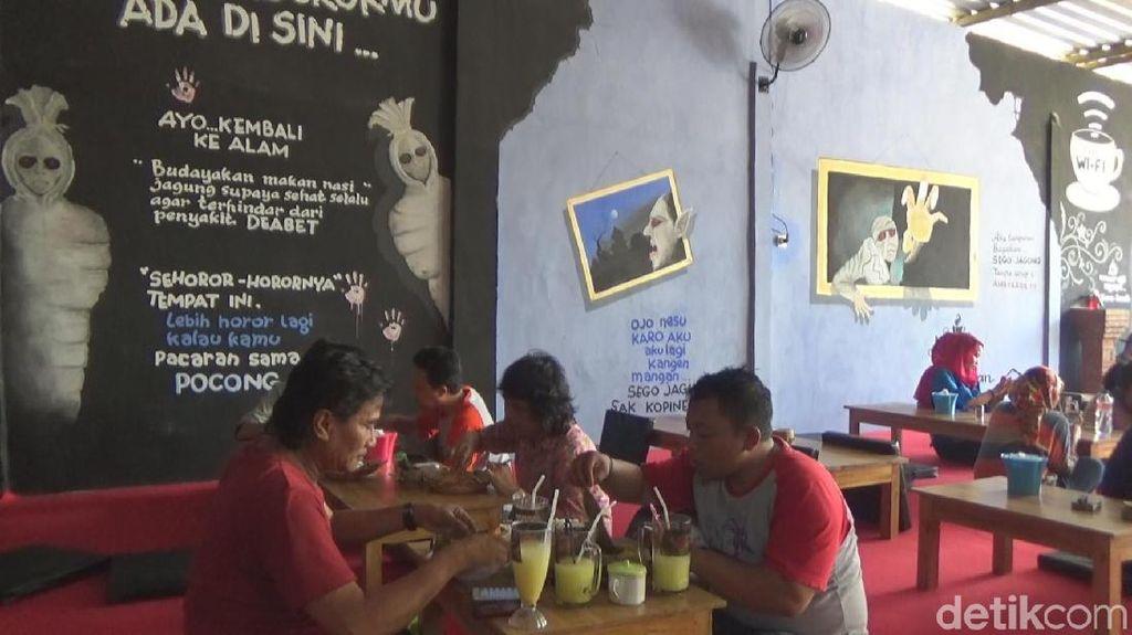 Rasakan Sensasi Seram Sambil Makan Nasi Jagung di Cafe Dedemit