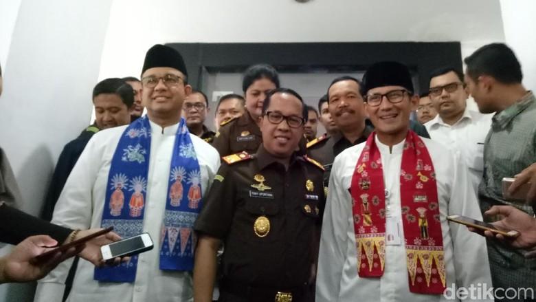 Baru Menjabat, Anies-Sandi Silaturahmi ke Kajati DKI