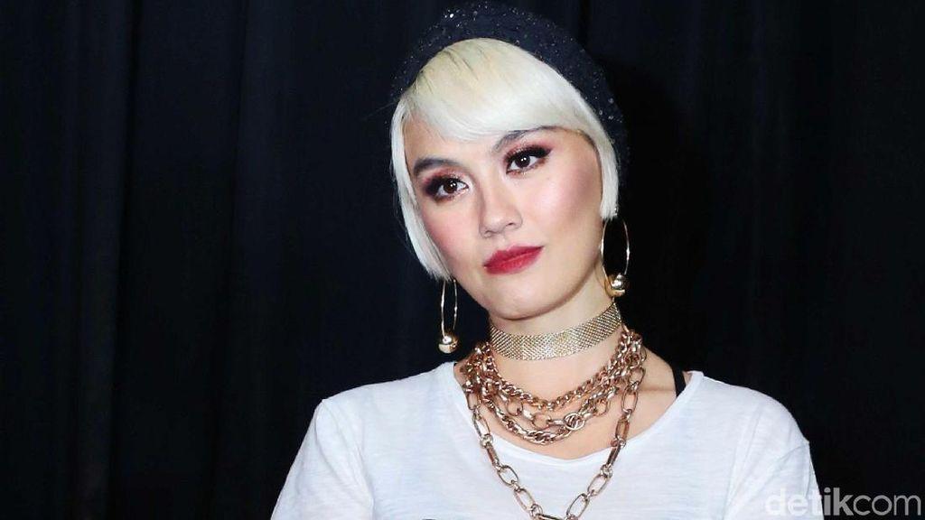 Agnez Mo Susah Cari Makeup yang Cocok untuk Gaya Tomboinya