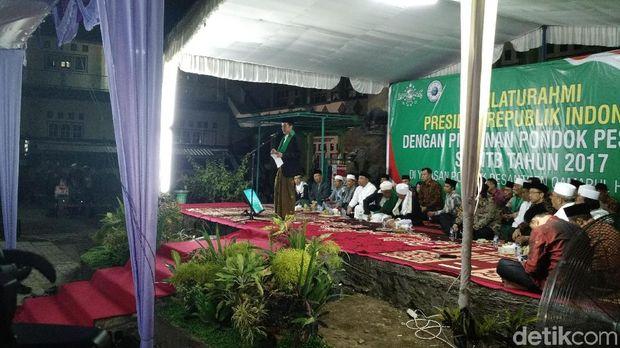 Jokowi bertanya-tanya soal Suku Mbojo ketika mendengar jawaban dari seorang remaja bernama Lalu Muhammad Fatih Basmallah