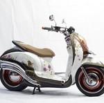 Honda Scoopy Feminin Berbalut Batik dan Bunga