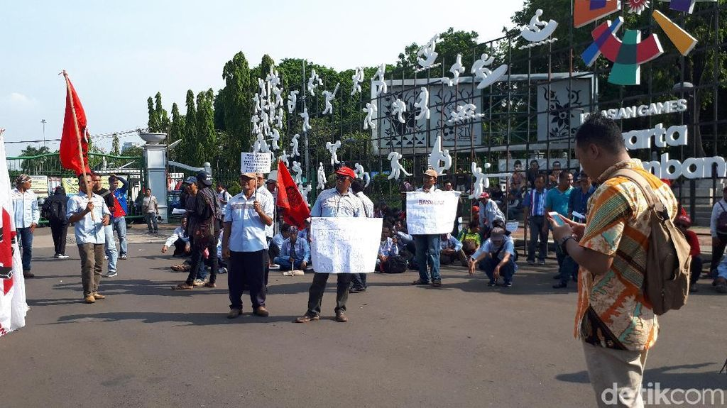Massa Demo 3 Tahun Jokowi-JK Long March dari Patung Kuda