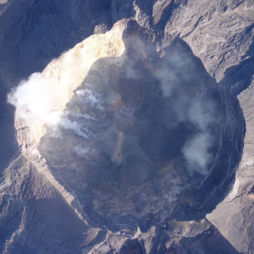 Difoto Pakai Drone, Begini Kondisi Kawah Gunung Agung