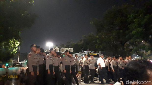 Polisi masih siaga di depan Istana Merdeka