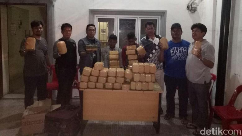 2 Pemuda Tepergok Bawa Koper Berisi 48 Kg Ganja di Medan