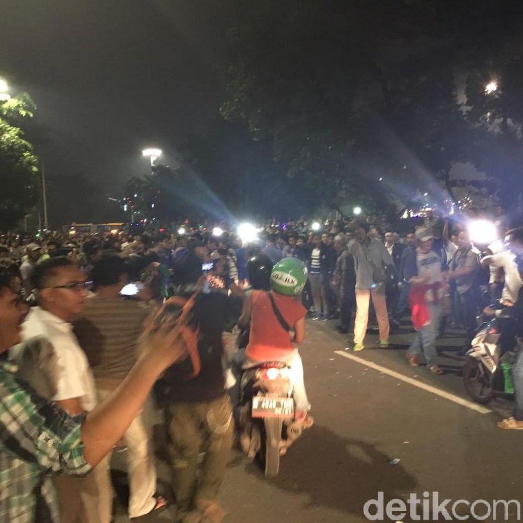 Bubarkan Massa di Depan Istana, Polisi Buka Jl Medan Merdeka Barat