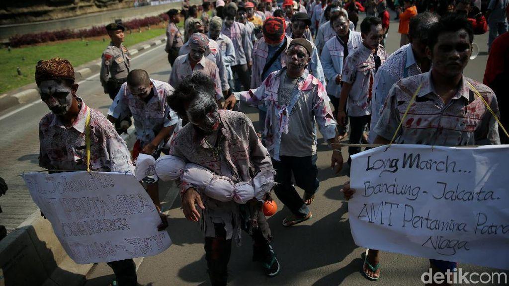 Zombie Serbu Istana Tagih Janji Jokowi-JK