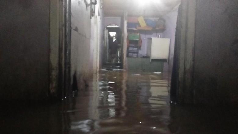 Banjir di Kemang Timur Mulai Surut, Sebagian Warga Masih Menggungsi