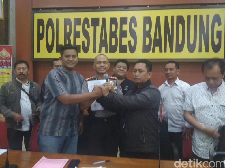 Sopir Taksi Online dan Konvensional di Bandung Berdamai