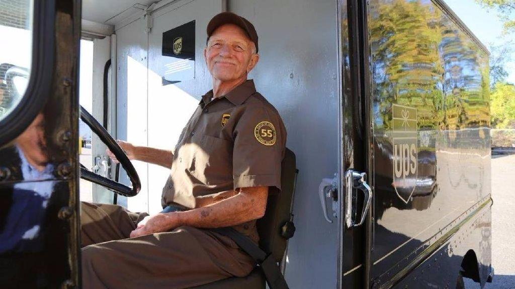 Keren, Jadi Sopir Selama 55 Tahun Kakek Ini Tak Pernah Kecelakaan