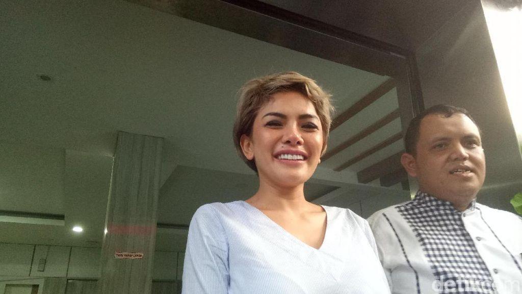 Nikita Mirzani Cerita Soal Suami Pertama Sampai Kasus Prostitusi via Buku