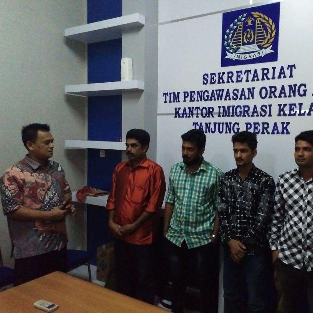 Imigrasi Tanjung Perak Amankan 5 WN India Diduga Ilegal