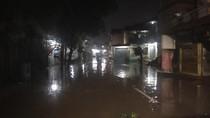 Kemang Utara Masih Banjir, Rumah Warga Terendam Air 1 Meter