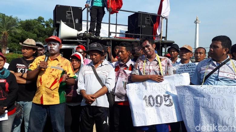 Tak Digaji dan Di-PHK Lewat SMS, Buruh Zombie Mengadu ke Jokowi