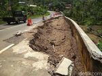 Awas, Separuh Jalan Nasional Trenggalek-Pacitan Amblas