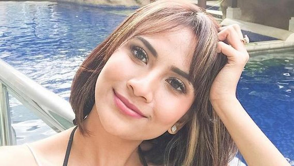 Batal Nikahi Didi Soekarno, Vanessa Angel Jalan dengan Pria Bule
