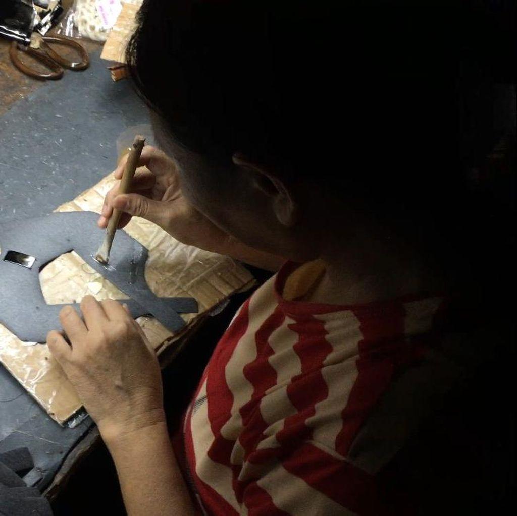 Nasib Pekerja Rumahan di Balik Brand Ternama