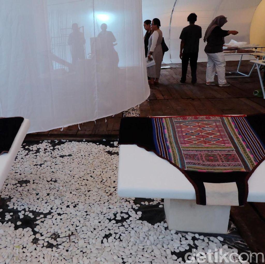 Hanafi Ciptakan Ruang Pameran Budaya Gendongan Bayi Seperti Rahim