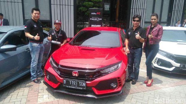 Honda Serahkan Type R ke Tangan Konsumen