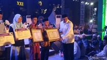 Menag Bagikan 20.056 KIP Santri di Semarang
