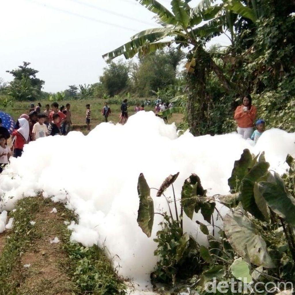 Gelembung Busa, dari Limbah Rumah Tangga hingga Dikira Salju