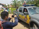 Polisi Bawa Pria Sukabumi yang Dirantai di Pohon ke Panti Sosial