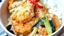 Pakai Nasi Hangat, Siang Ini Enaknya Makan dengan Udang Telur Asin di Sini