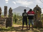 Foto: Gunung Agung, Sebulan dalam Status Awas