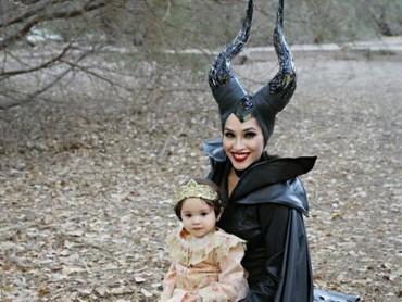 Bergaya ala Maleficent bareng si kecil? Hmm, masih tetap kece. (Foto: Instagram/babyellestyle)