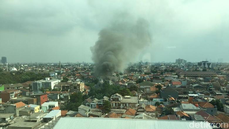 Rumah di Permukiman Padat di Mampang Terbakar, 4 Damkar Meluncur