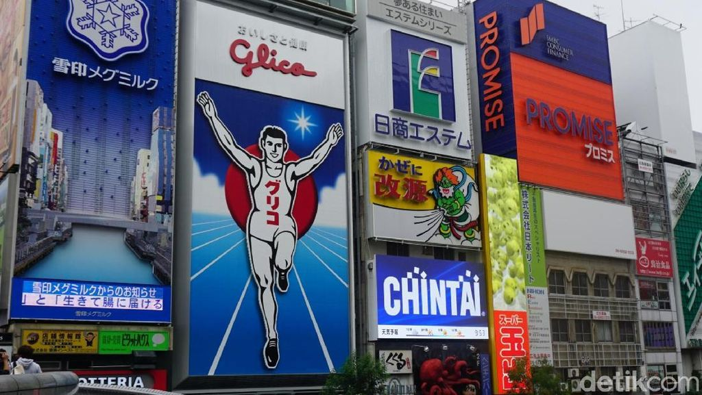 Foto: Berpose ala Ikonnya Dotonbori, Osaka