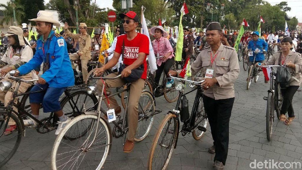 Ribuan Sepeda Kuno Pawai Keliling Yogyakarta