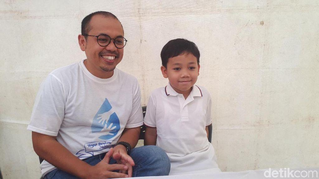 Cara Sogi Indra Dhuaja Ajarkan Cuci Tangan pada Anak