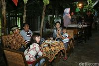 Warga Banyuwangi Ngopi Bersama Dalam Festival 'Ngopi Sepuluh Ewu CIngkir'