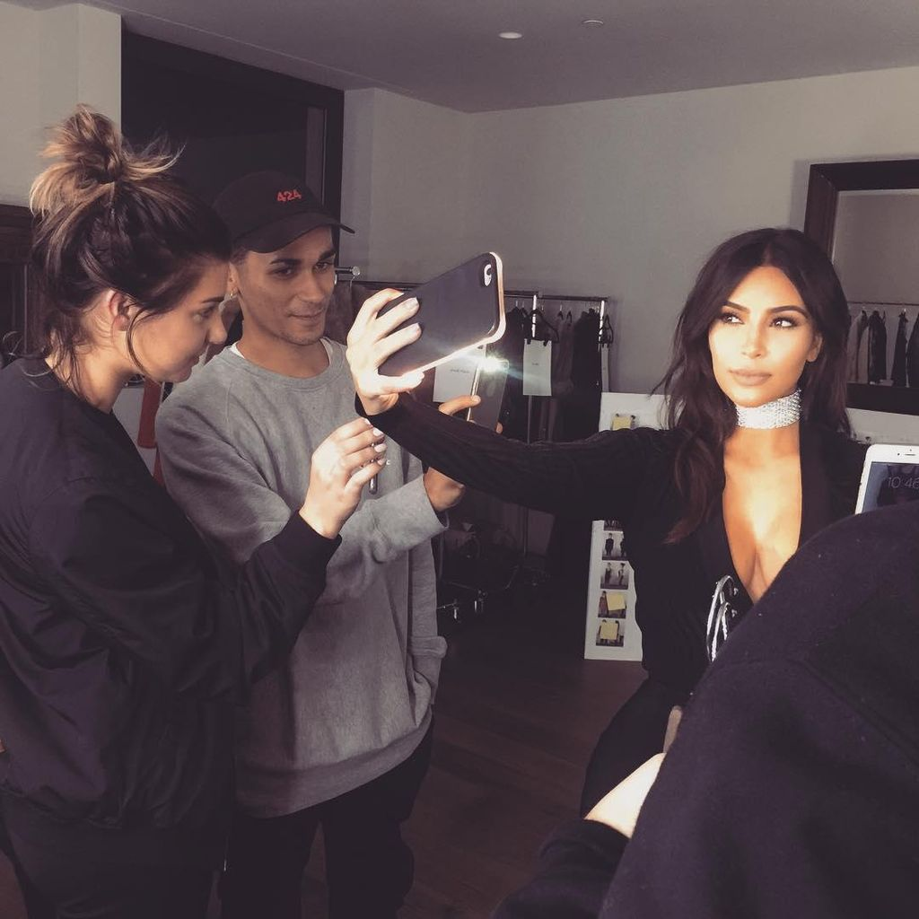 Happy Birthday Kim Kardashian! Lihat Lagi Foto Selfie Seksinya