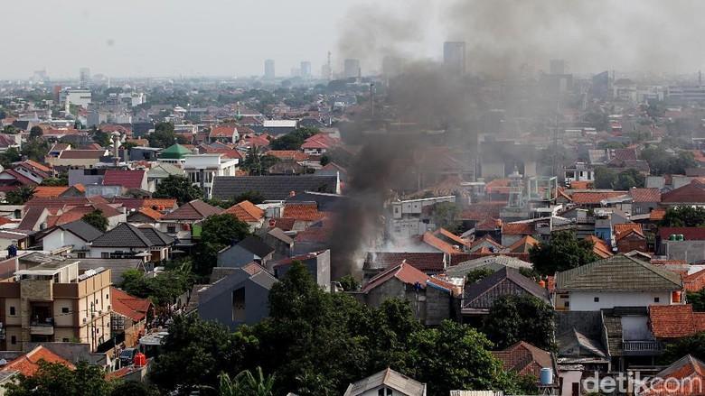 Foto-foto Kebakaran di Permukiman Padat Mampang