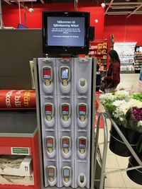 Cashierless alias belanja tanpa kasir di supermarket.